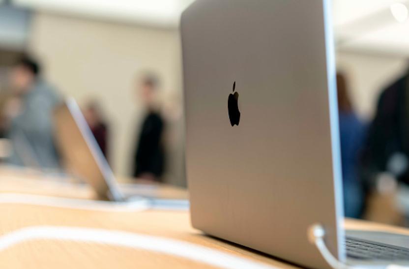 Каждый ноутбук может стоить до 200 000 рублей. Фото Getty