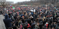 Несанкционированный митинг в Петербурге собрал больше десяти тысяч человек