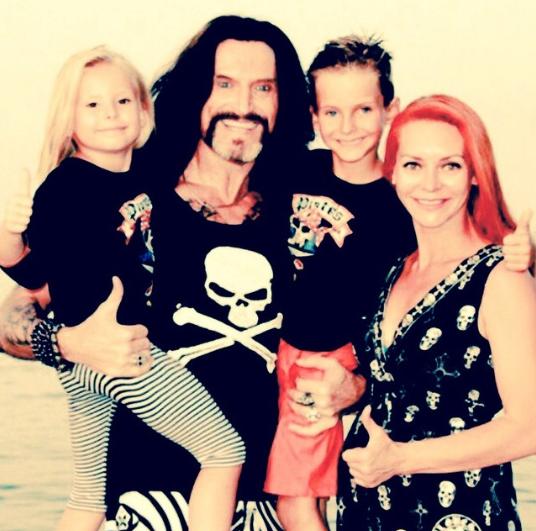 Никита Джигурда с семьёй. Фото www.instagram.com/instadzhigurda