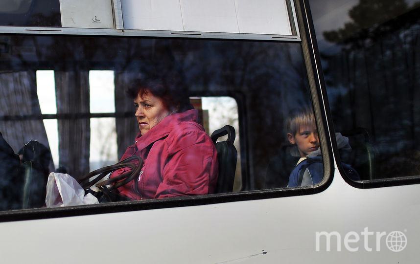 Люди в автобусе. Фото Getty