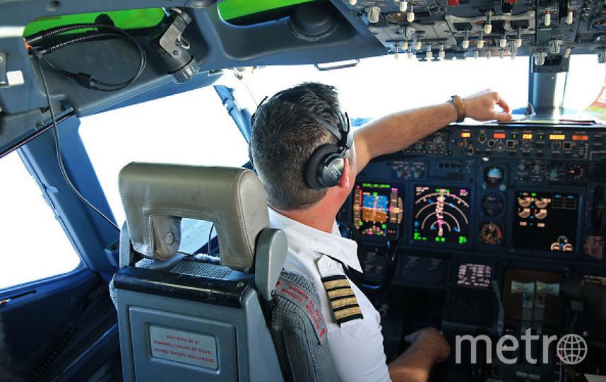 Стюардесса заменила пилота, которому вполете стало плохо