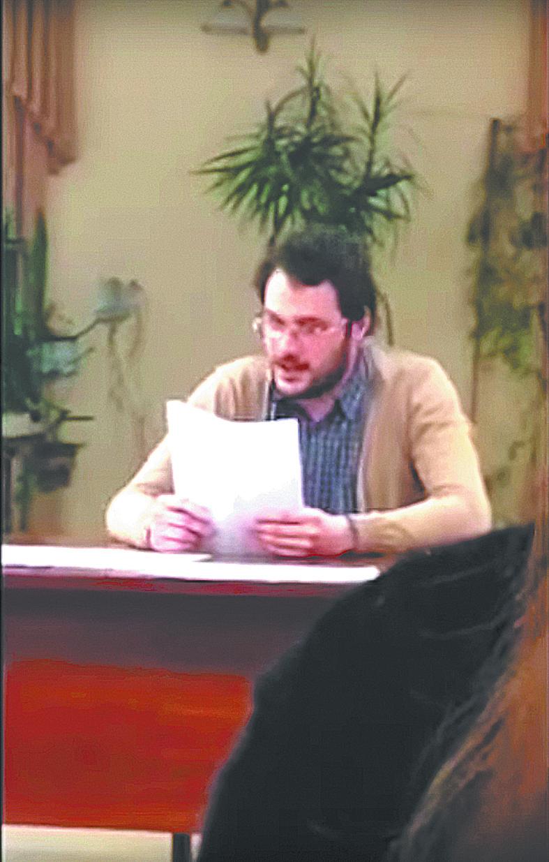 """Даниил Пильчен читает """"список врагов"""". Фото скриншот YouTube"""