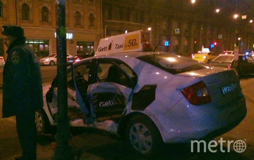 В ДТП на Литейном столкнулись две машины такси. Фото «ДТП и ЧП | Санкт-Петербург», vk.com