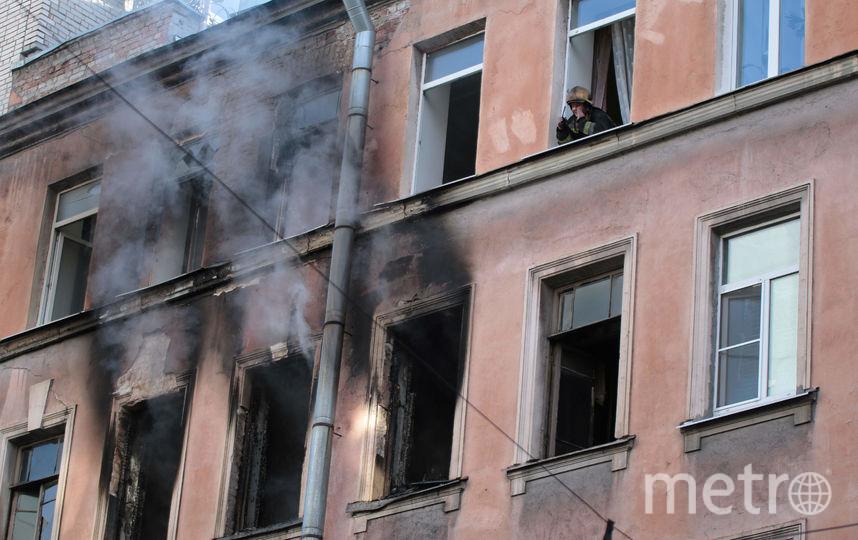 Появились фото пожара наулице Шамшева наПетроградке