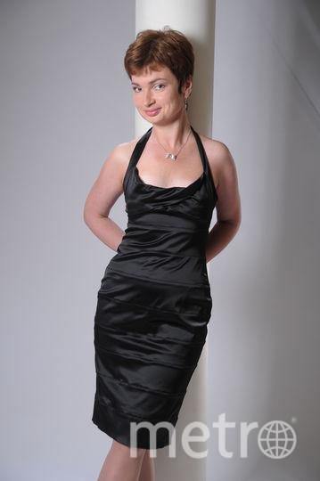 Посылаю вам фото ,где я в своем самом счастливом платье.Когда я носила это платье-восторженные взгляды были мне обеспечены.Несколько лет назад я отдала его в качестве благотворительной помощи.Теперь ,видимо ,еще кто то счастлив в нём. Фото Сутченкова Наталья