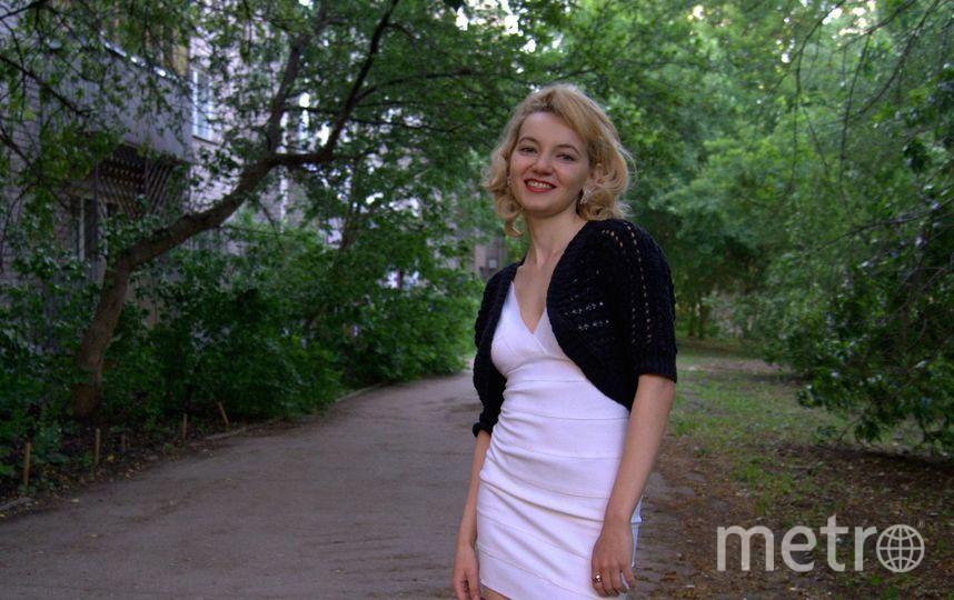 Это белое облегающее платье-мое любимое,потому что его подарила мне моя подруга,угадав,что белый-мой любимый цвет!Оно также выгодно подчеркивает достоинства моей фигуры,придает молодости и позитива! Фото Наталья Лизунова