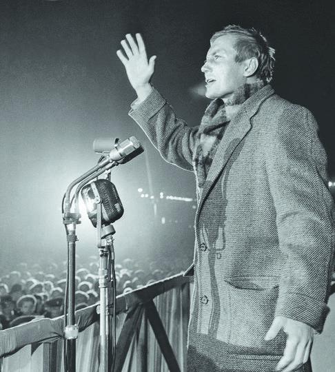 Евтушенко — последний из великих поэтов-шестидесятников.