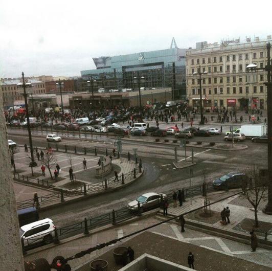 Кадры с места взрыва в петербургском метрополитене. Фото Instagram/rap_u_nzel