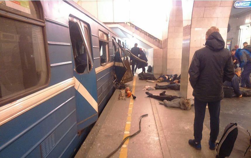 По меньшей мере 30 человек пострадали в метро Петербурга. Фото vk.com