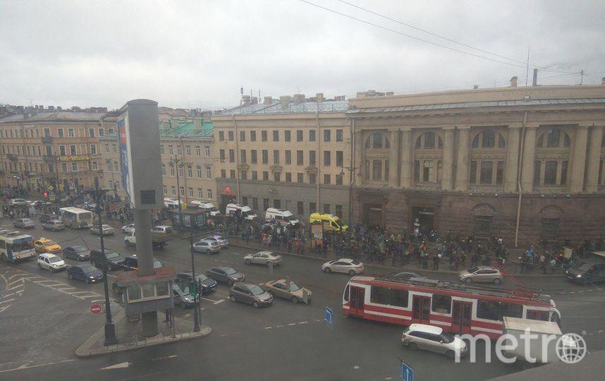 Взрывы произошли в метро Петербурга. Фото vk.com