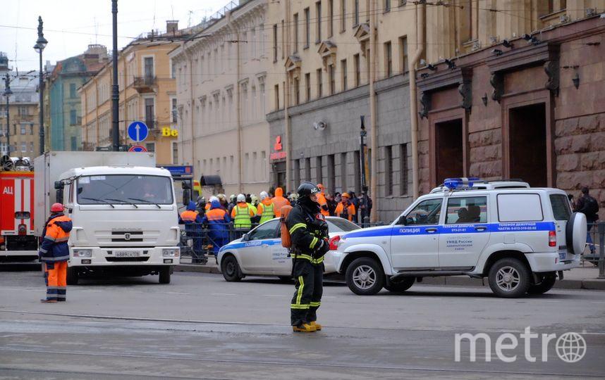 """Взрывы произошли в метро Петербурга. Фото """"Metro"""""""
