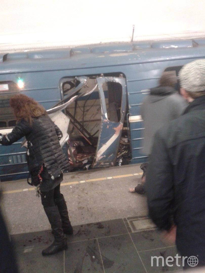 Место взрыва в метро Петербурга. Фото vk.com