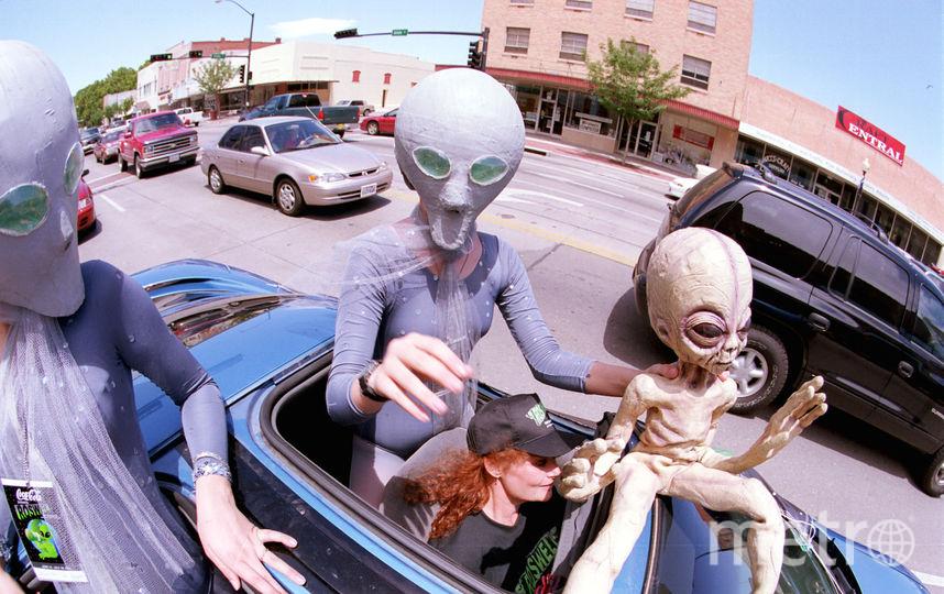 По одной версии, инопланетяне являются разумной формой органической жизни и отстают в развитии от человека. Фото Getty