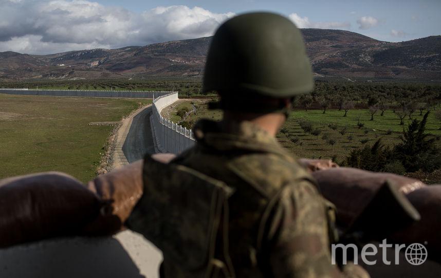 Турецкий военный на турецко-сирийской границе. Фото Getty