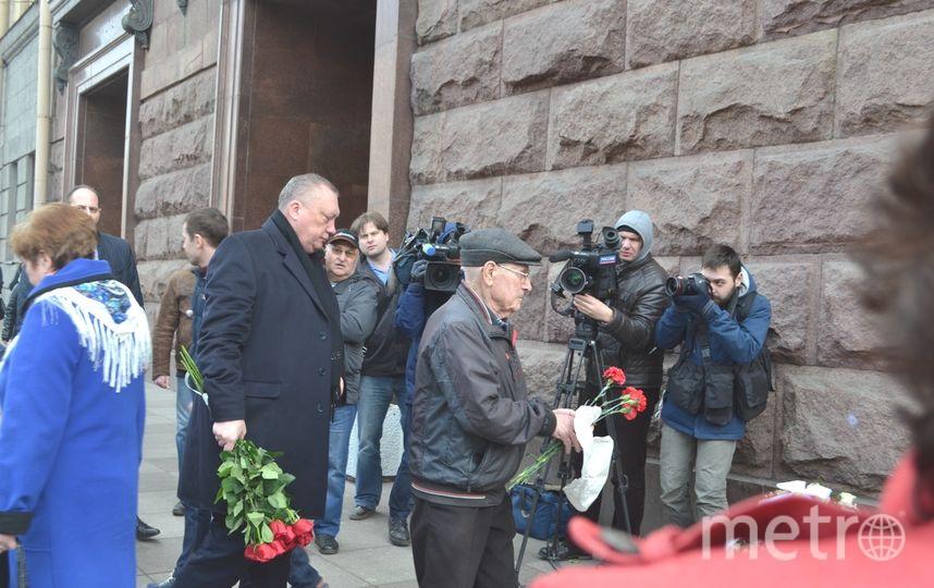 """Тюльпанов приехал в Петербург, чтобы почтить память погибших в теракте. Фото """"Metro"""""""
