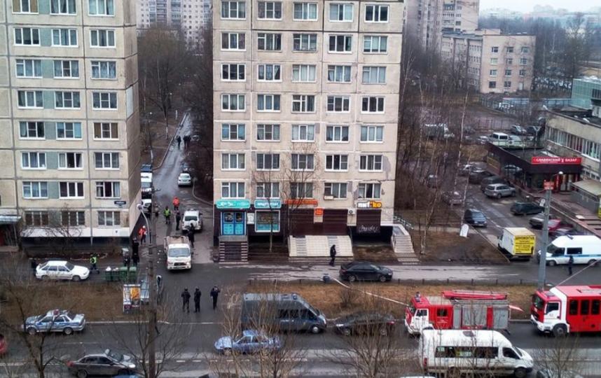 Жильцы дома, в квартире которого нашли взрывчатку, рассказывают, видели ли они что-то необычное в последнее время. Фото vk.com