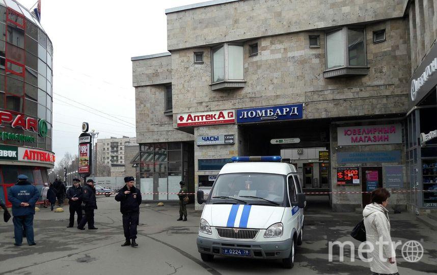 """На «Приморской» задержан мужчина с муляжом гранаты. Фото Софья Сажнева, """"Metro"""""""
