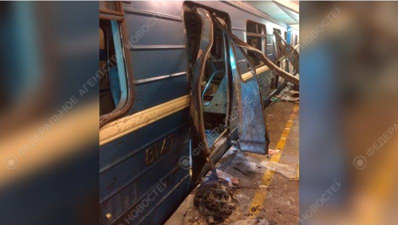 В Сети появились фото из взорванного вагона в метро Петербурга. Фото riafan.ru