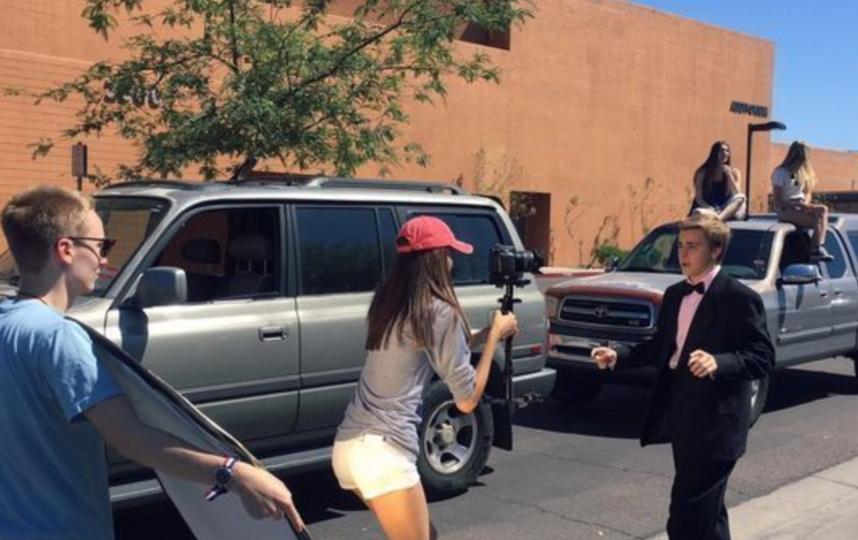 Подросток из Аризоны песней пригласил Эмму Стоун на выпускной. Фото Twitter @upsettrout.