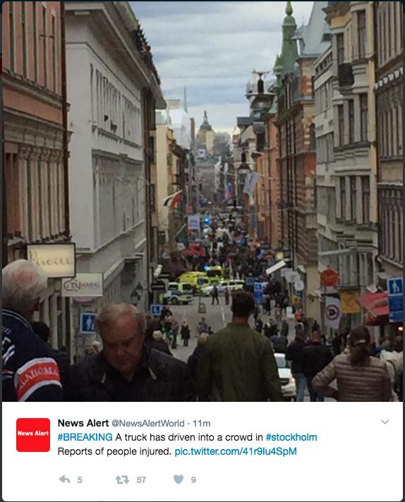 Стокгольм. Грузовик въехал в толпу людей в центре города. Фото соцсети