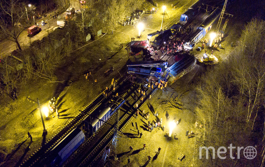 Столкновение электрички и поезда в Москве. Фото AFP