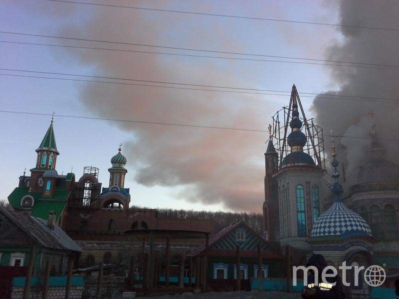 Крупный пожар в Казани вспыхнул утром 10 апреля. Фото МЧС Татарстана.