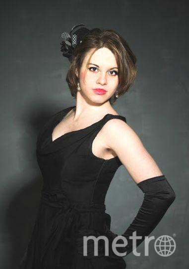 Ведь сама Коко Шанель носила черное платье. Создается образ невероятной. привлекательной дамы. Оно такое сказочное и легкое, неповторимое и элегантное. Меня пригласили на фотосъемку в образе Одри Хелберн и это прекрасное платье как раз понадобилось и образ получился на все 100 %. Шарм, обаяние и конечно же элегантно и нежно.. Фото Наталья