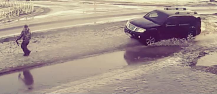 Похожая история на дороге произошла ровно месяц назад в Приозерске.