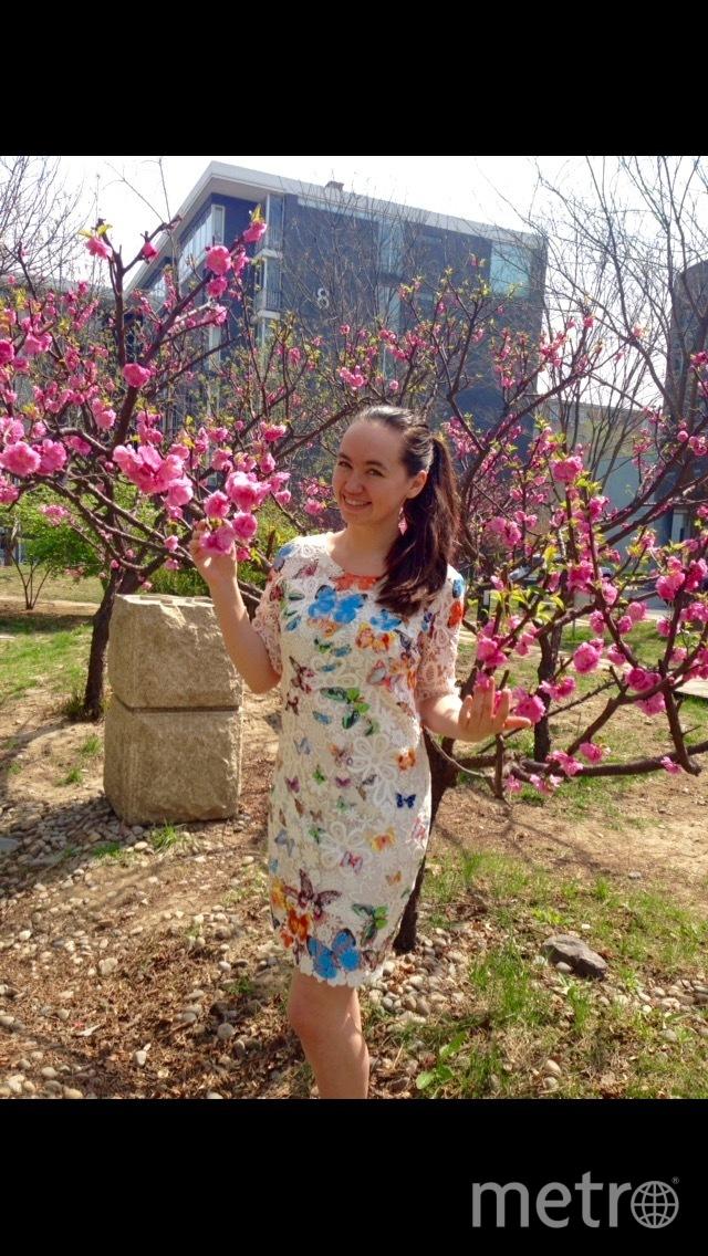 Добрый день! Пишет вам из Китая студентка-москвичка, которая оказалась в этой удивительной стране именно благодаря счастливому платью. В нём я прошла конкурсы китайского языка и получила возможность обучения в Пекинском университете. Солнечного настроения и улыбок! Весенний привет из Пекина! Фото Анна Марковская