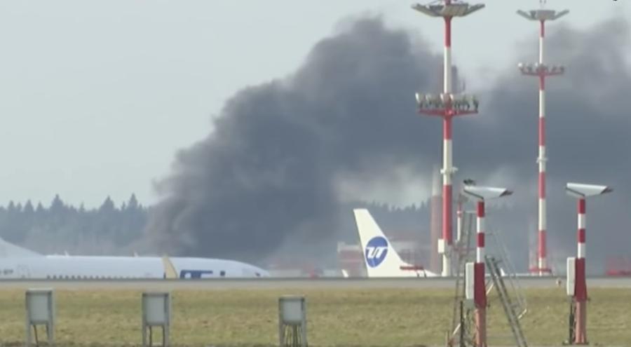 Пожар в 500 метрах от столичного аэропорта Внуково. Фото Скриншот Youtube