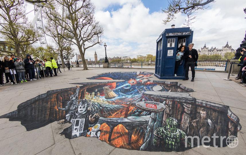 В Лондоне появился 3D рисунок в честь выхода нового сезона «Доктор Кто». Фото Getty