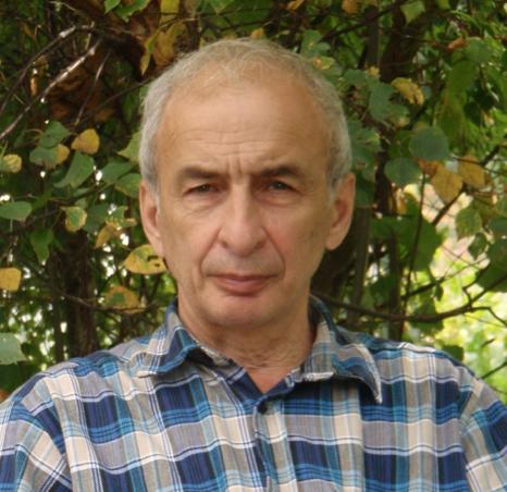 Читатель Евгений Кочарян. Фото Евгений Кочарян