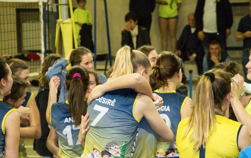Итальянские волейболистки снимались без шорт после победы вСерии D