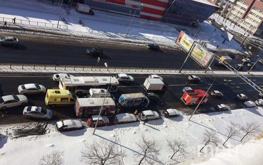 Фото с места ДТП на Дунайском. Фото https://vk.com/spb_today