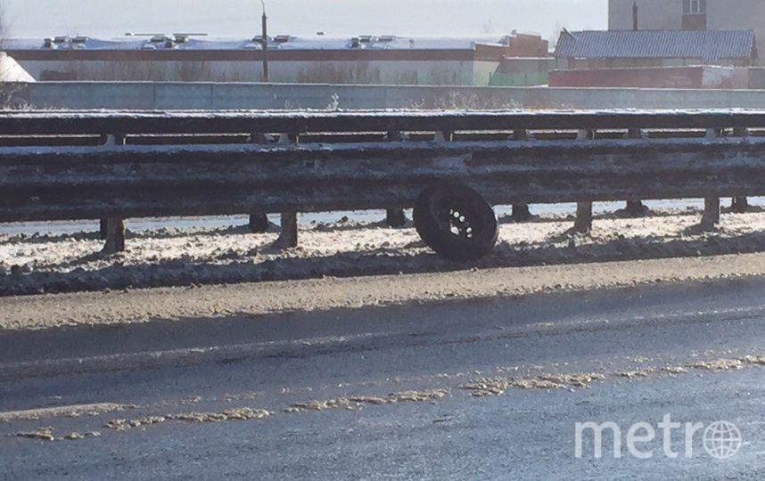 В Петербурге маршрутка на ходу потеряла колеса. Фото «ДТП и ЧП | Санкт-Петербург», vk.com