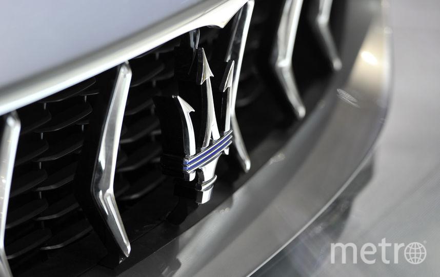 СМИ назвали владельца автомобиля Мазерати, сгоревшего в столицеРФ после столкновения состолбом