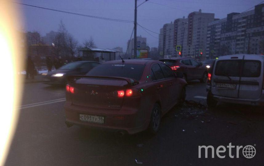 Очевидцы: В Петербурге пьяный водитель устроил ДТП в двух местах. Фото «ДТП и ЧП | Санкт-Петербург», vk.com
