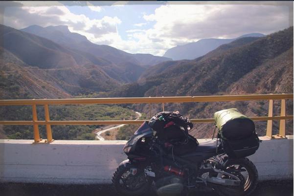 Никка в Мексике. Фото Скриншот Instagram/alaskamotogirl