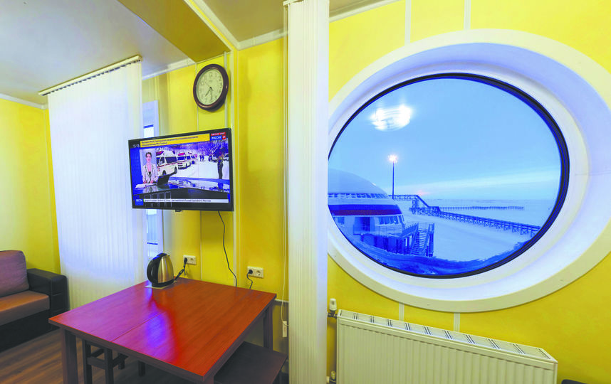 Жилые комнаты, рассчитанные на двух человек, совершенно не похожи на казарму – скорее на гостиничные номера. Фото предоставлены пресс-службой Минобороны РФ.