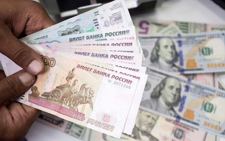 Рубль укрепляет позиции к доллару и евро. Фото Getty
