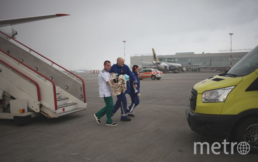 В Петербург вечером 17 апреля прибыл спецборт Сухой Суперджет 100 МЧС России. Фото МЧС Петербурга.