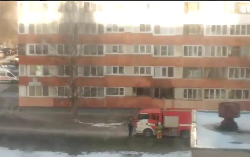 Пожарные спасли мужчину изгорящей квартиры наулице Партизана Германа