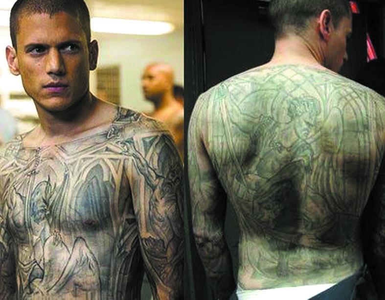 У Вентворта Миллера уходило по два часа на нанесение узора, который представляет собой скрытый план тюрьмы. Фото скриншоты с Youtube