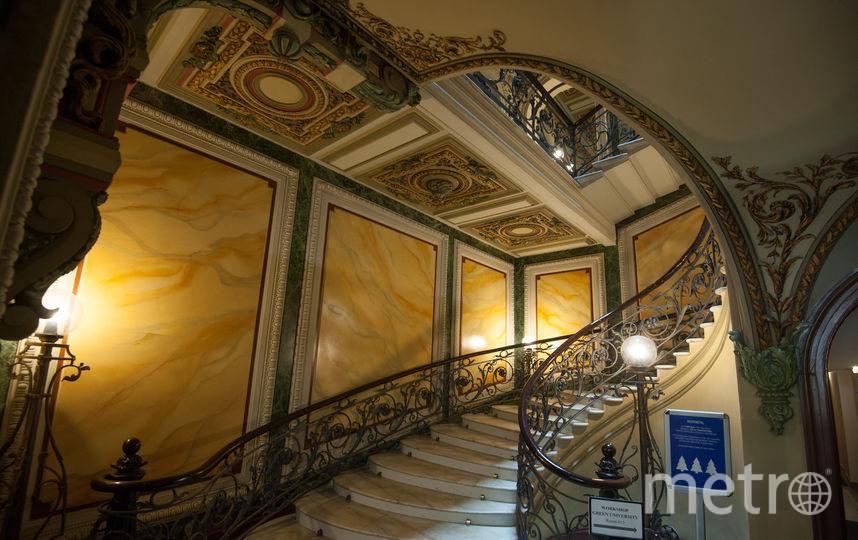 Лестница в доме Елисеевых поражает великолепием. Фото Святослав Акимов.