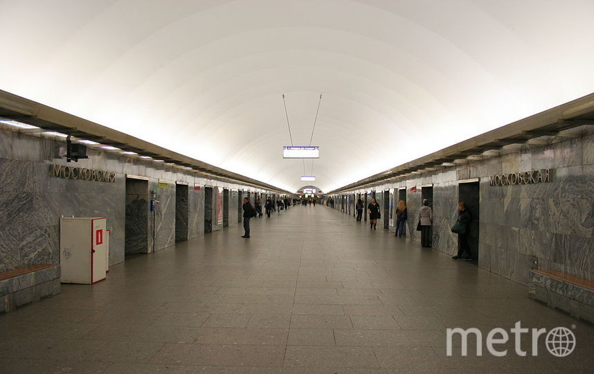 Утро вПетербурге началось сосбоя насиней ветке метро