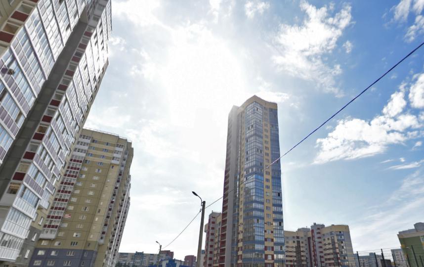 Пенсионерка выпала изокна многоэтажки наулице Доблести