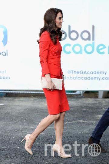 Кейт Миддлтон в красном очаровала модных критиков. Фото Getty