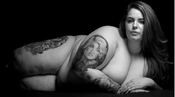 Модель весом 155 килограммов поразила поклонников откровенным фото. Фото Скриншот Instagram/tessholliday