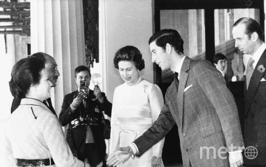 Королева Британии Елизавета II. С принцом Чальзом. 1975 год. Фото Getty