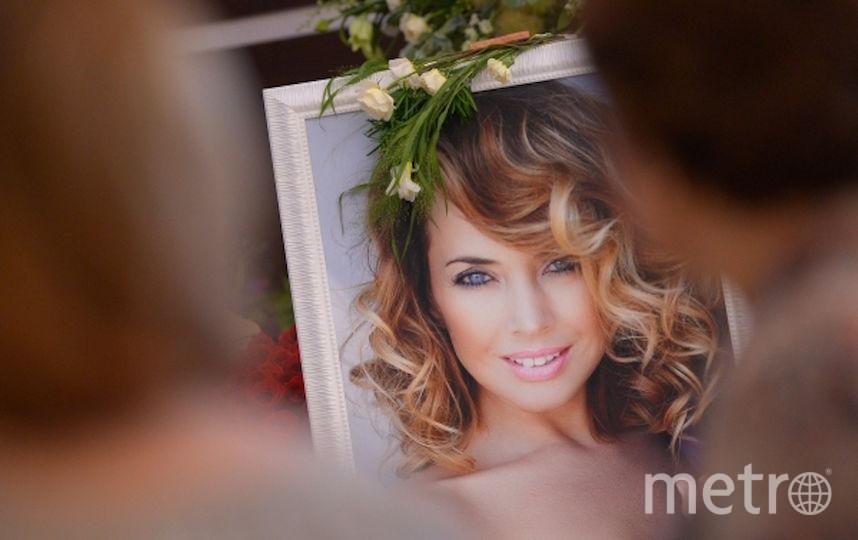 Портрет Жанны Фриске на прощании с певией. Фото РИА Новости